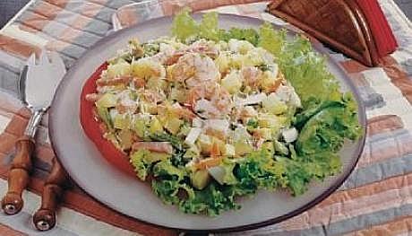 Salada de camarão com ervilhas